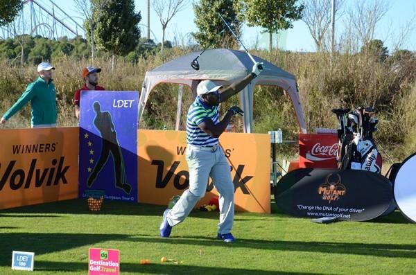 Maurice Allen en el momento de romper su driver durante el swing. Foto: Fernando Molina-OpenGolf.es