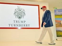 Trump elimina el sello presidencial de uno de sus campos al enterarse de que podía incurrir en delito