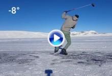 Esto es lo que sucede cuando se intenta golpear una bola sobre el hielo a 8 grados bajo cero (VÍDEO)