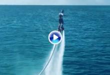 Luke Donald, listo para surcar las aguas gracias a la ayuda de este jet pack hidráulico (VÍDEO)