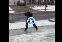 Este golfista ejecutó el Happy Gilmore perfecto con patines sobre hielo y en mitad de la calle (VÍDEO)