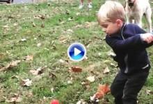 Tiene dos años y un swing que muchos amateurs desearían. Para pedir a los Reyes Magos (VÍDEO)