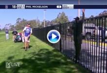Mickelson's Show: Jugó la bola desde la acera desde detrás de la verja y con la punta del palo (VÍDEO)