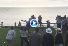 No faltó el show de Bill Murray en Pebble Beach. Lanzó su hierro lo más lejos que pudo (VÍDEO)