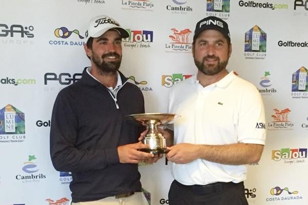 Ivó Giner y Gerard Piris con el trofeo