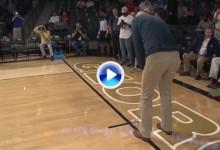 Stewart Cink embocó un putt de 85 p. para que un estudiante se llevara un premio de 25 mil $ (VÍDEO)
