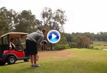 ¡El mejor putt del año! Estos chicos tumbaron los bolos en un campo de golf desde 150 mts. (VÍDEO)