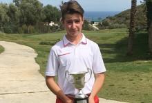 El joven Tomy Artigas no da opción en Bil Bil y se adjudica el Campeonato de España de Pitch & Putt