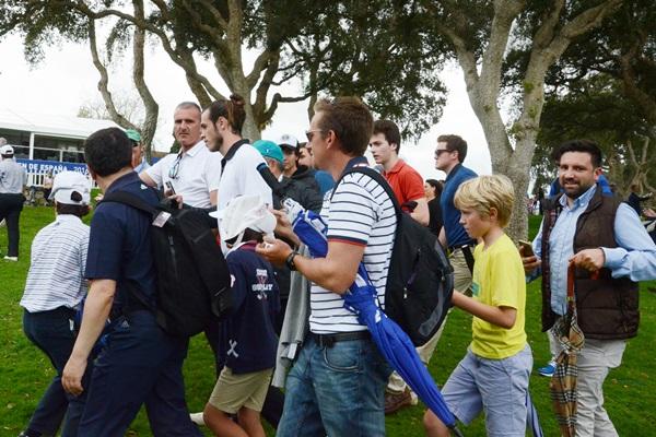 Gareth Bale en Valderrama seguido por el público. Foto: OpenGolf.es