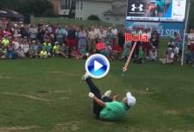 Spieth malabarista: Realizó un Flop Shot para coger la bola con la boca desde el suelo (VÍDEO… y risas)