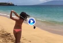 La bella Vilaubi inaugura el verano pegando unos golpes con pelotas biodegradables (VÍDEO)