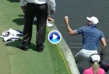 Austin Johnson se mojó por su hermano. Pescó la bola del agua para evitar la penalización (VÍDEO)