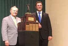 Jon Rahm recibe de manos del más grande el Jack Nicklaus Award al mejor jugador universitario Div.I