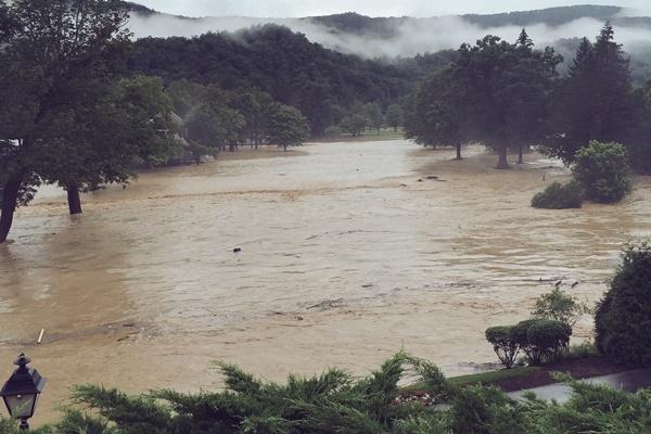 El hoyo 1 del complejo norteamericano está completamente anegado por las lluvias. Foto: @bubbawatson