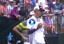 Bubba Watson y su caddie se encararon con los ruidosos espectadores de Baltusrol (VÍDEO)