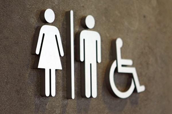 La polémica HB2 ha provocado que multitud de empresas y organismos muestren su apoyo al colectivo transexual.