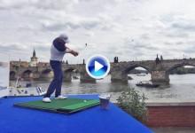 Andy Sullivan se lleva ¡¡un año gratis de cerveza!! al ganar un concurso de approach en Praga (VÍDEO)