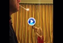 Henson es capaz de dejar a su padre sin cigarrillo solo con un swing y una gran precisión (VÍDEO)