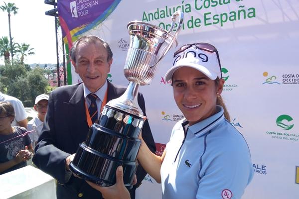 La jugadora malagueña se apoyó en el público para conseguir un triunfo histórico para el golf nacional. Foto: @OpenGolf