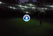Un universitario consiguió finalizar su ronda con la ayuda de los móviles de los espectadores (VÍDEO)