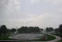 Cantando bajo la lluvia en El Saler. El campo soportó 75 litros por metro cuadrado en ocho horas
