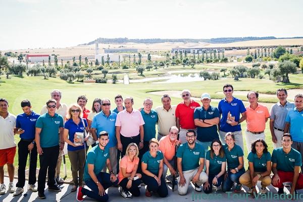 Foto de familia sobre la hierba del club Sotoverde de Arroyo de la Encomienda en Valladolid