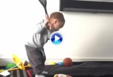 El Golf es vida, y si no que se lo pregunten a Sam. Con 18 meses lo vive como el que más (VÍDEO)