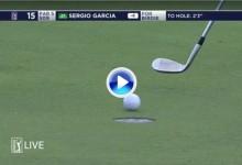 Tras romper el putt en un cabreo (12), Sergio García hizo birdie pateando con el wedge en el 15 (VÍDEO)