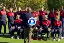 Tiger intentó salir en la foto con los jugadores ¡y le dijeron que esperara a la de los asistentes! (VÍDEO)