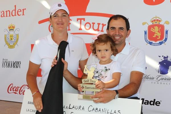 Laura Cabanillas y Manolo Quirós con la hija de ambos. Foto: Fernando Herranz