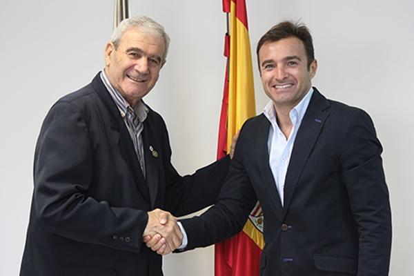 Rafa Rodríguez (izqda) con Carlos Parodi, presidente del Hércules, en una foto de archivo