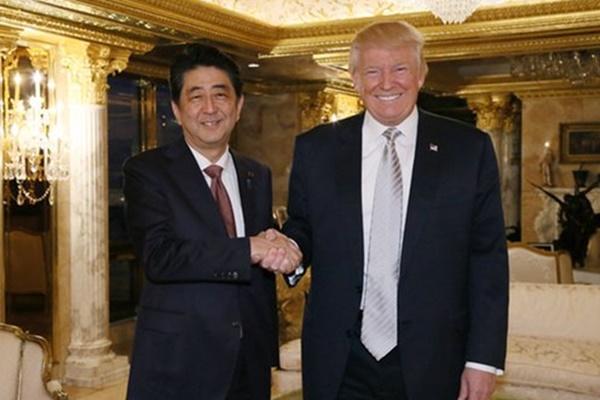 El político nipón obsequió al norteamericano con este palo a sabiendas de su pasión por el golf. Foto: @JPN_PMO