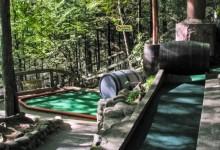 El Hillbilly Golf, uno de los minigolf más cuidados de EE.UU., convertido en cenizas tras un incendio