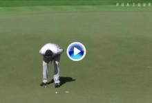 El Golf es duro: Jon Rahm sufrió en sus carnes una cruel corbata desde menos de medio metro (VÍDEO)