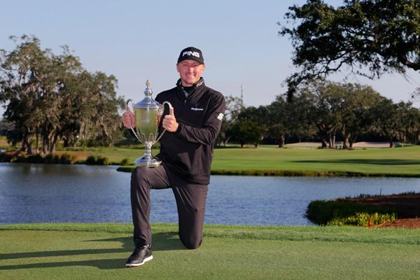 Hughes salva con par el 3er hoyo del PlayOff para estrenar su palmarés de triunfos en el PGA Tour