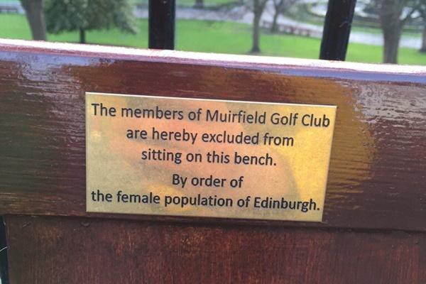 Las mujeres de la capital escocesa se toman la revancha de la polémica decisión que les impide ser socias en Muirfield. Foto: @densherryboe