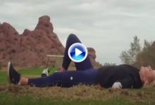 Spiranac demuestra que podría tener futuro en los Trick Shots. Suave swing y ¡diana! (VÍDEO)