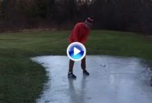 ¿Golf sobre hielo? Este jugador golpeó la bola en un lago congelado con mucho acierto (VÍDEO)