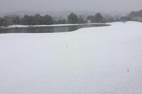 Vista inusual del 18 de Las Colinas Golf