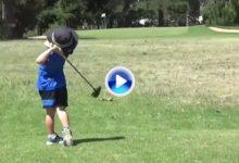 Vaya swing y descaro tiene este niño con 4 años. Driver, hierros y putt, nada se le resiste (VÍDEO)