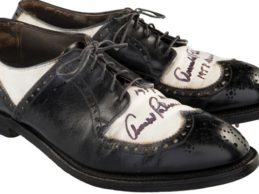Heritage Auctions aprovecha el tirón de Palmer y subasta un cuadro, un póster ¡y hasta unos zapatos!