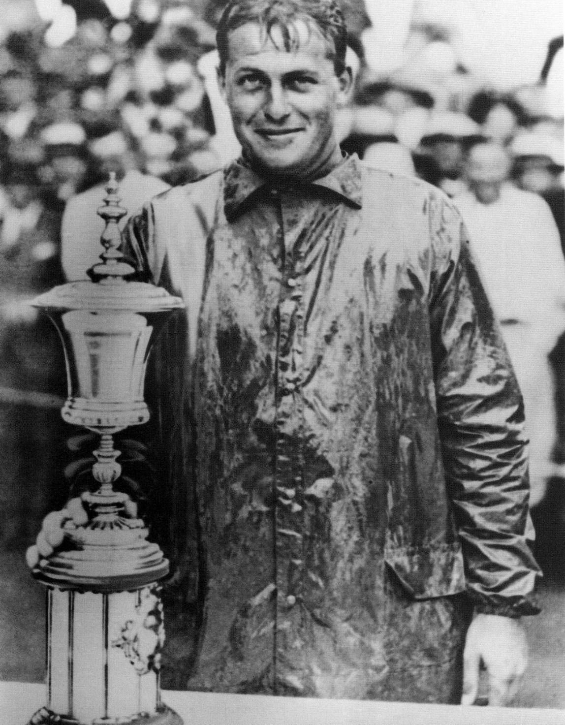 El mítico Bobby Jones, único jugador que ganó los 4 grandes de aquella época el mismo año: el Open Británico, el Open USA, el United States Amateur y el British Amateur utilizó estos modelos de bolas para sus éxitos cosechados entre 1923 y 1930.