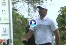 A Koepka se le peló el cable en el PGA National. La pagó con su driver tras fallar la salida (VÍDEOS)