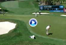 Gran golpe de Matt Kuchar, estuvo a punto de sacar el birdie ¡¡chippeando desde el green!! (VÍDEO)