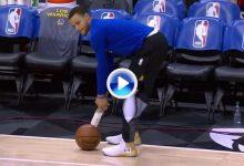 Curry demostró durante un calentamiento que el Golf es lo mejor para aliviar tensiones (VÍDEO)