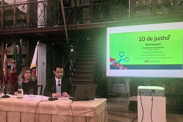 Eduardo Dolón y Eva Montesinos en un momento de la presentación