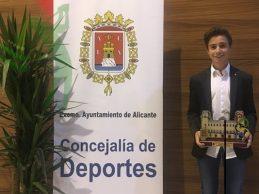 El joven Tomy Artigas encadena su tercer galardón como mejor deportista promesa alicantino