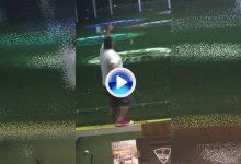 ¿Llegó el balconing al Golf? Este hombre lo patentó al intentar esconder su terrible error (VÍDEO)
