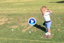 No se pierdan el swing a cámara lenta de Bennett, niño zurdo de poco más de un año de edad (VÍDEO)