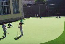 La increíble, y bonita, historia de un green de golf en el colegio de un pueblo de 560 habitantes